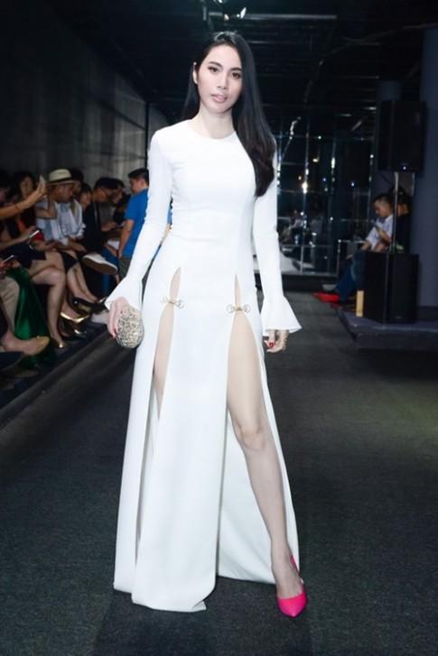Top thời trang 2016: Những chiếc váy xẻ sâu khiến fan vừa ngắm vừa lo của sao Việt