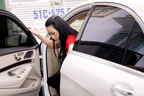 Trịnh Kim Chi lái xế hộp 5 tỷ chồng tặng đi làm giám khảo