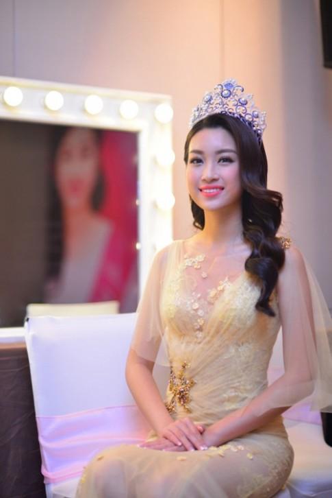 Tự tin khoe sắc cùng tân Hoa hậu Việt Nam 2016.