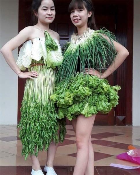 Váy sexy từ xà lách, cải thảo, rau cần ở Vĩnh Phúc gây sốt mạng xã hội