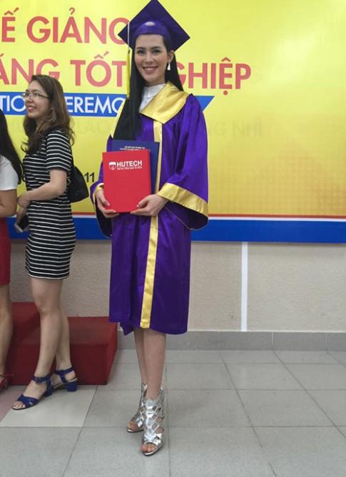 Vừa học vừa làm, Người đẹp HH Hoàn vũ vẫn tốt nghiệp Đại học loại ưu
