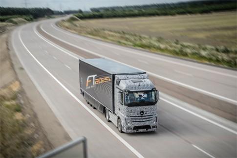 Xe tải Mercedes tự lái