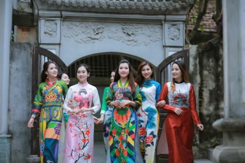 Xinh tự nhiên cùng Cezanne, Minh Trang khẳng định vị thế Hoa khôi.