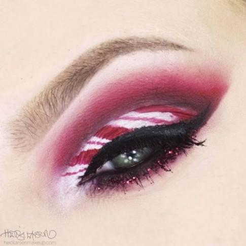 Xu hướng vẽ eyeliner hình kẹo cây gậy siêu hot cho mùa lễ hội