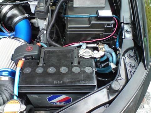 Cẩn trọng khi ngắt kết nối hoặc thay bình điện