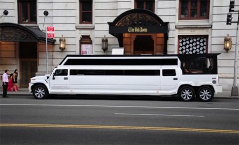Hummer H2 siêu dài làm xe cưới