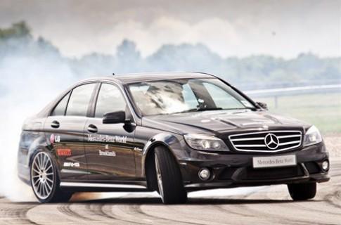 Lập kỷ lục quãng đường drift xe hơi dài nhất