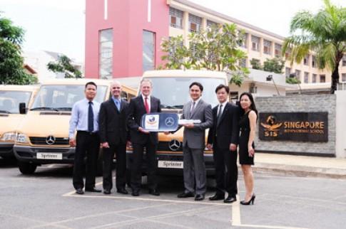 Mercedes-Benz giao lô xe thứ 2 cho trường KinderWorld