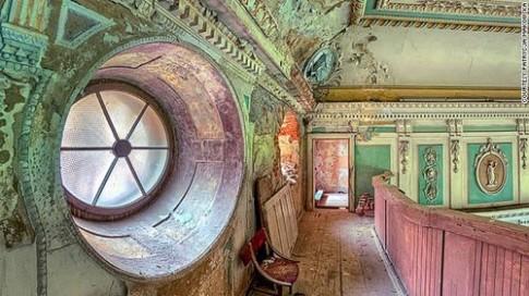 Những lâu đài kỳ vĩ bị bỏ hoang
