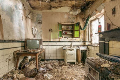 Vẻ đẹp kỳ quái bên trong những tòa nhà bỏ hoang