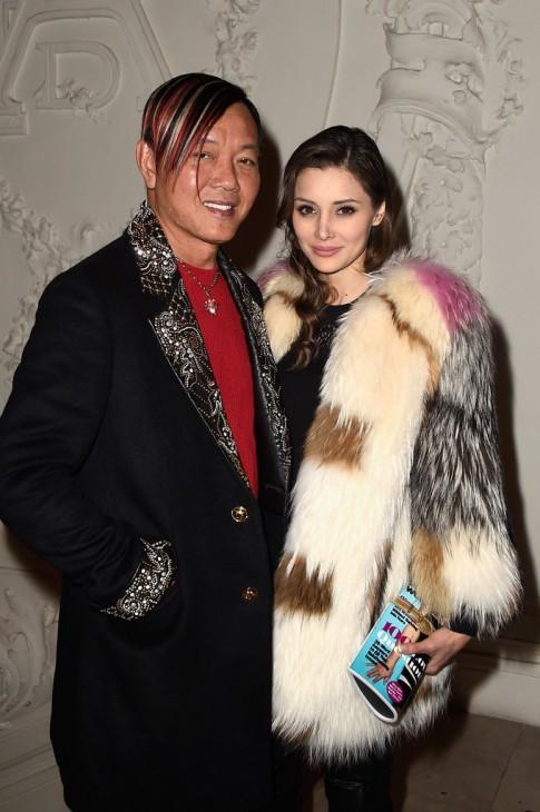 Ảnh mới của tỷ phú xấu trai nhất Macau đắm đuối bên vợ đẹp