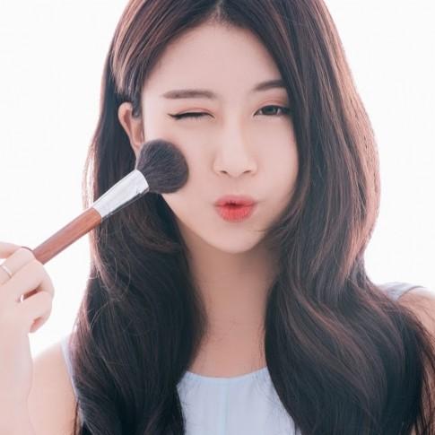 Bí quyết trang điểm nhiều da vẫn mịn của Quỳnh Anh Shyn