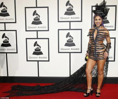 Choáng với loạt váy áo 'xấu khó đỡ' tại Grammy 2016
