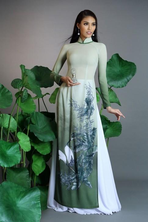 Hoa khôi Lan Khuê dù kín đáo áo dài vẫn đẹp khó rời mắt