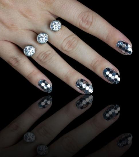 Muôn kiểu màu nail nổi bật cho mùa lễ hội