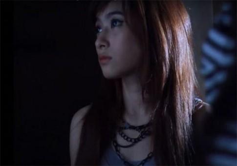 Người mẫu Thái trẻ đẹp mặt méo lệch vì phẫu thuật hỏng