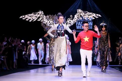 Công Trí hủy diễn ở Tuần thời trang Quốc tế Việt Nam