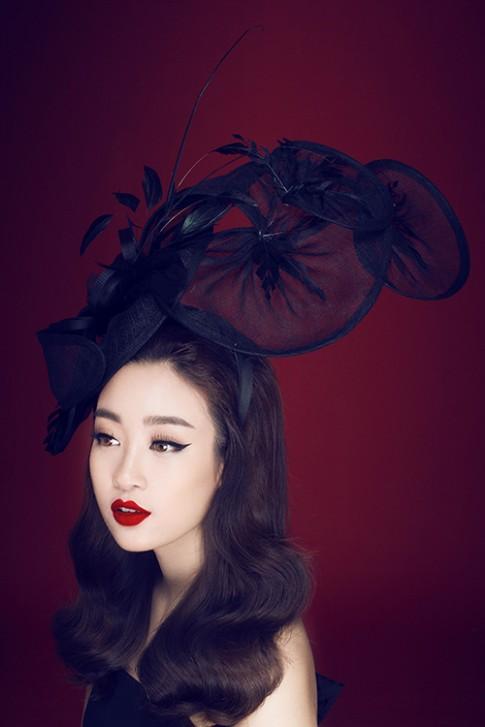 Hoa hậu Mỹ Linh vô cùng khác lạ khi mặc đầm đen