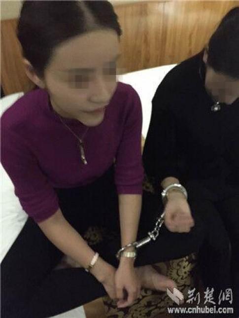 Mẫu nữ 9X bị bắt khi đang hút ma túy tập thể