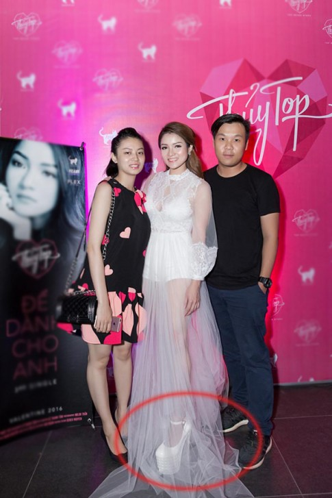 Ngả mũ trước trình đi giày cao gót của 3 sao Việt thấp bé này
