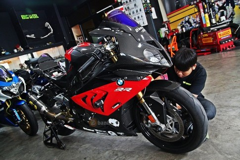 BMW S1000RR trong ban do sieu khung den tu Big Wheel Thai Lan