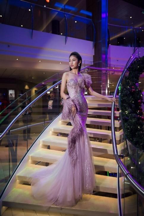 Mỹ Linh, Thanh Tú đẹp tựa nữ thần với váy đầm lộng lẫy