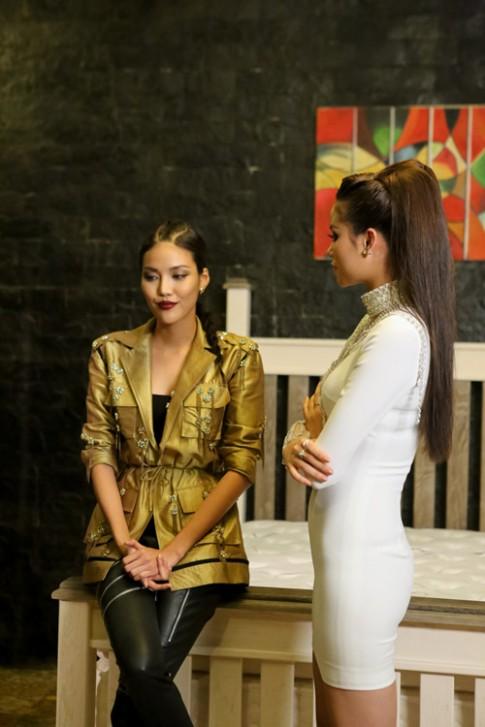 """The Face tập 10: Phạm Hương """"sát phạt"""" đội Lan Khuê"""