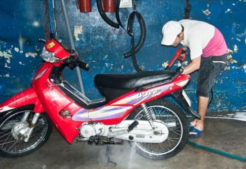 Chăm sóc xe máy trong mùa hè sao cho đúng cách?