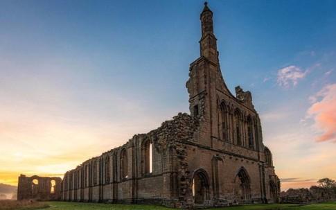 Chiêm ngưỡng những lâu đài hoang đẹp như cổ tích ở Anh