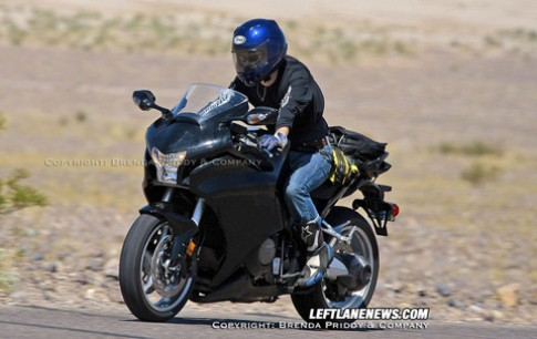 Hình ảnh đầu tiên về siêu môtô Honda V4