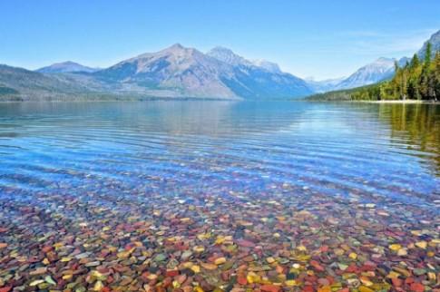 Hồ nước có đá cuội đẹp như tranh ai tới cũng ngất ngây