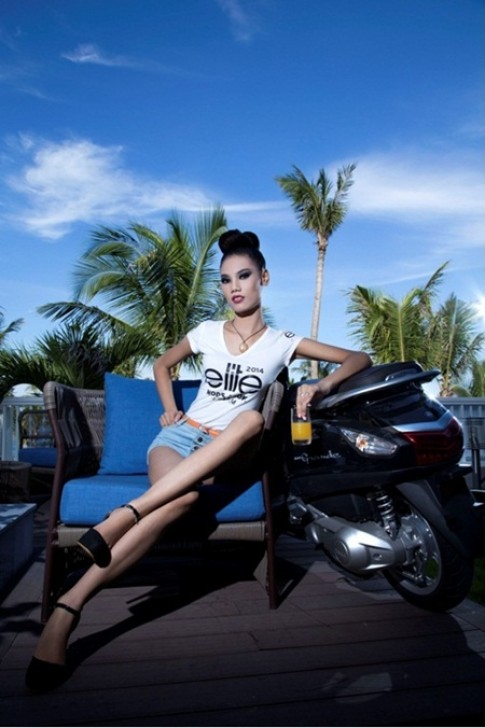 Người mẫu xinh đẹp đầy cá tính bên Yamaha Nozza Grande