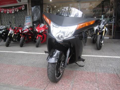 Siêu môtô đường trường Vision 8-Ball về Sài Gòn
