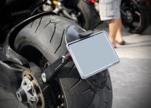Thắc mắc về pat gắn biển số hoặc lắp biển số không đúng vị trí của nhà sản xuất