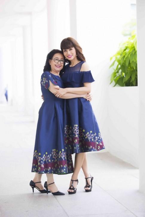 Á hậu Băng Châu rạng rỡ diện đồ đôi cùng mẹ