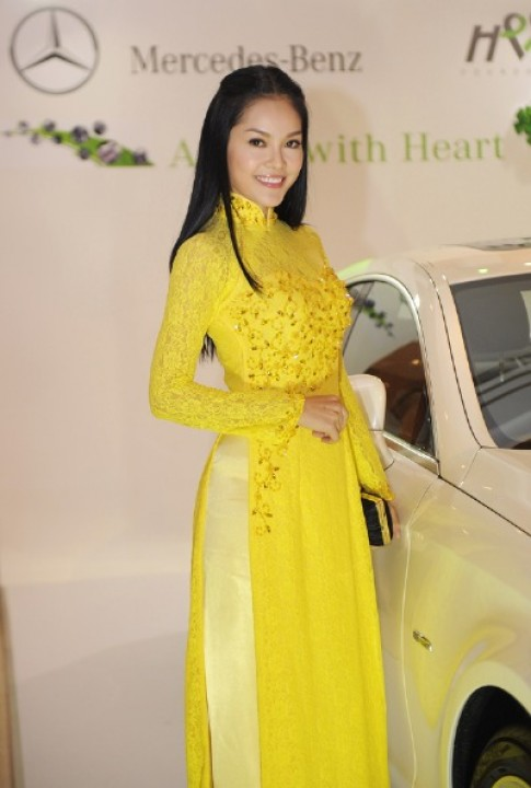 Dàn sao Việt bên xe sang Mercedes CLS