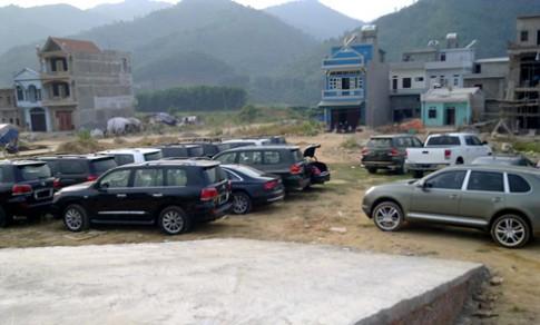 Dàn xe sang phủ bụi tại Quảng Ninh