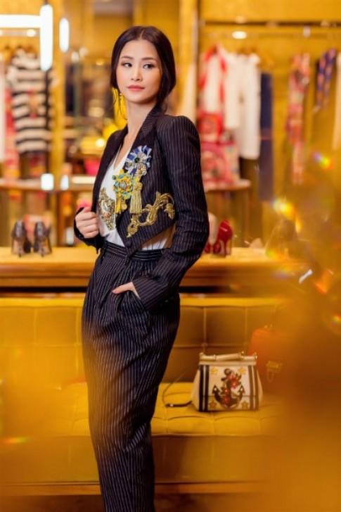 Đông Nhi biến hóa phong cách với cây hàng hiệu Dolce