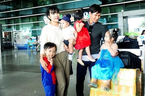 Nhận giải thưởng lớn, vợ chồng Lý Hải được 4 con ra tận sân bay đón