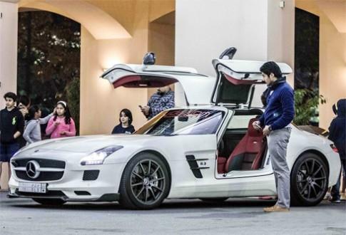 Triệu phú Ảrập cùng khoe siêu xe