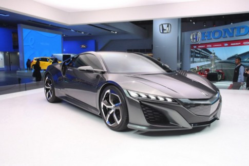 Acura NSX - huyền thoại sắp tái sinh