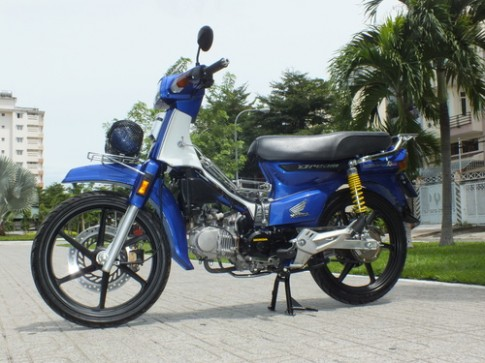 Honda Dream Thai 'do' pha cach tai Sai Gon
