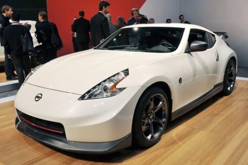 Nissan giảm giá bán 370Z đời 2014