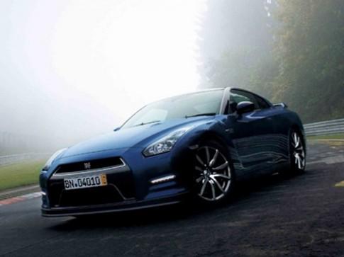 Nissan nâng cấp GT-R 2014