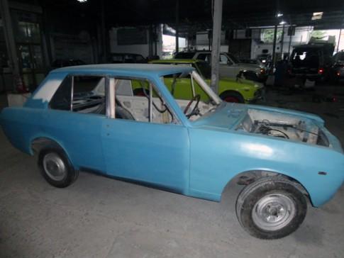 Thợ Việt Nam phục chế Datsun 1000