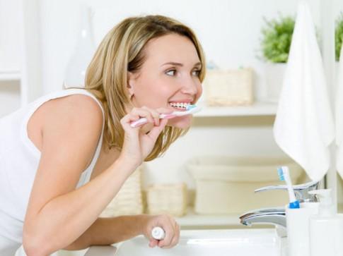"""8 bí quyết để có hàm răng """"sáng lóa"""""""