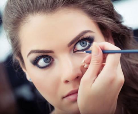 8 bí quyết để kẻ eyeliner đẹp, chuẩn xác