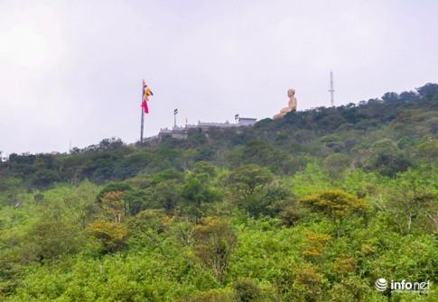 Cận cảnh tượng Phật Hoàng lớn nhất VN trên núi Yên Tử