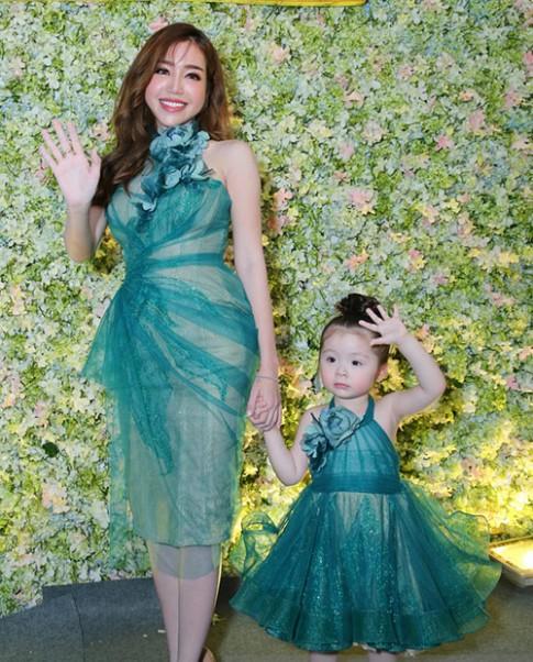 Dân cư mạng xôn xao vì gương mặt lệch bất thường của Elly Trần