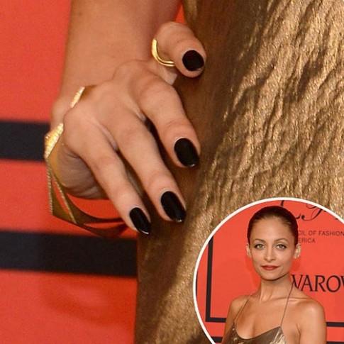 Lựa màu nail theo style sao trên thảm đỏ